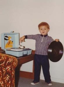 Arizona Turk Spinning the Pluto Vinyl at 5
